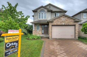 Fabulous 2 Storey Home In North London Just Listed Must See!!