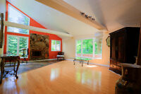 4 bedroom Executive/Family/Income  Suited 1/4 Acre Inner City