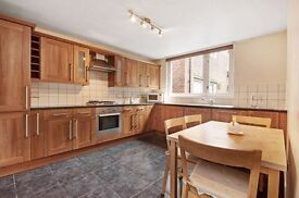 LOVELY 2 BED FLAT WITH MASSIVE KITCHEN AND SEPERATE LOUNGE! £445PW INCLUDING SOME BILLS!