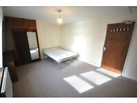 *Spacious 4 double bedroom flat located in Warren St fitted kitchen shower room GCH carpeted 20 Aug*