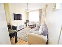 A stunning 3 bedroom flat is located within nice neighbourhood and moments' walk to Old Street tube