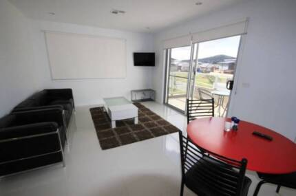 Available MAR 17th | ROOM + Garage clean sharehouse unlimited NBN