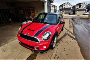2011 Mini Cooper S Fully Loaded *2  set of tires on rims*