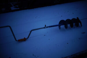 ice auger  tariere a glace peche sur glasse ice fishing
