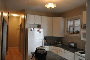 CENTRETOWN RENOVATED 2BED,1 BATH+ BONUS ROOM