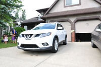 2014 NISSAN ROGUE SV FWD  (private sale)**winter tires on rims**