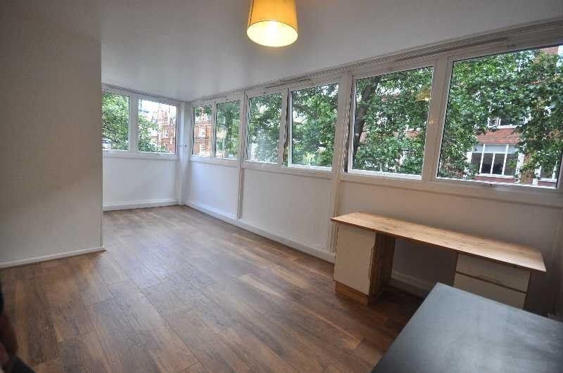 A Fantastic 4 Bedroom Newly Refurbished Apartment in Fitzrovia, Near UCL, Available August 2016!