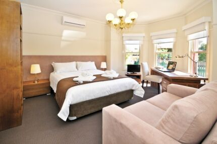 QUALITY & CLASS. MELBOURNE'S BEST! PRIVATE SINGLE FULL FURNISHED