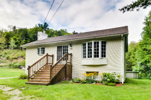 NOUVEAU SUR LE MARCHÉ/NEW ON THE MARKET, CANTLEY