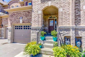 Luxury townhouse for sale in Brampton