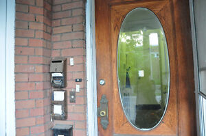 3 bedrooms apt for rent in basement near College & Spadina