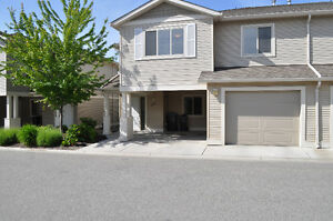 Beautiful Townhouse in Glenmore!