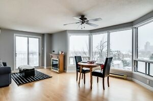 CLOSE TO BYWARD MARKET/ 2 BEDROOM CONDO / OPEN CONCEPT