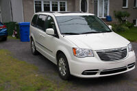 Chrysler Town AND Country Touring 2013 37600km