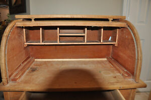 Antique Children's Roll Top Desk  and chair $125 Cambridge Kitchener Area image 4