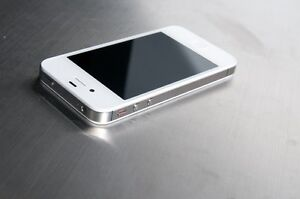 iPhone 4s 16 GB avec Koodo Mobille / Rogers pour 100 $