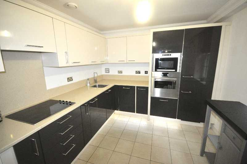 *Stunning 2 double bedroom 2 bathroom flat fitted kitchen day porter near UCL& more..available NOW!*