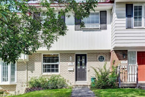 Bright and affordable Townhouse in great location !
