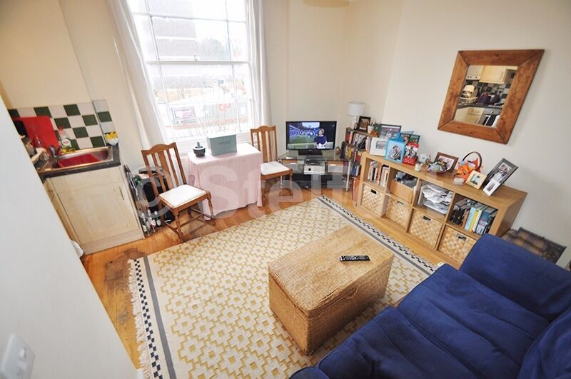 A GORGEOUS 1 DOUBLE BEDROOM APARTMENTS IS OFFERED FOR RENT WITHIN THIS PERIOD CONVERSION ON CAMDEN R