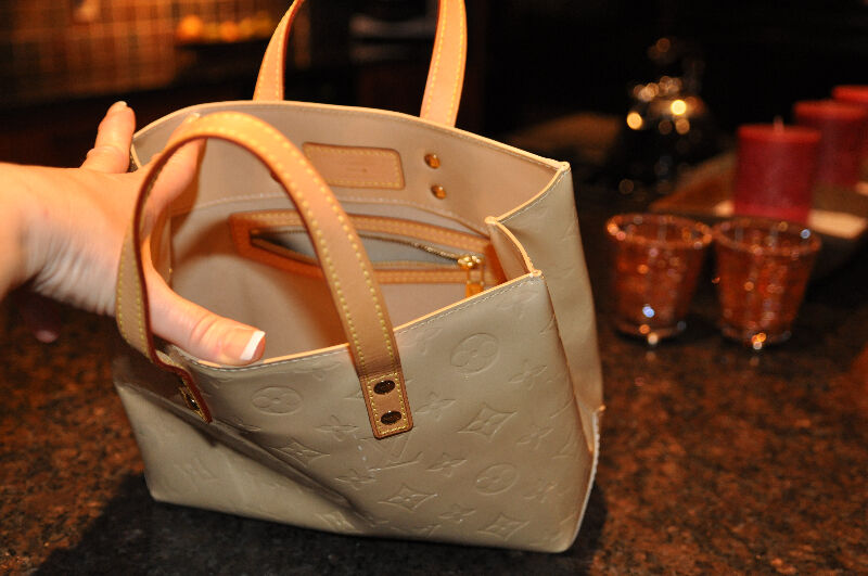 48aea3a4a02a Louis Vuitton Vernis Beige Bag  TH1022 - Authentic - PRICE FIRM ...