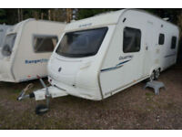 2009 SPRITE QUATTRO 6 BERTH CARAVAN - TWIN AXLE - FIXED BED - TV - SIDE DINETTE