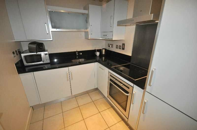 * Beautifully Presented 2 Bedroom, 2 Bathroom Apartment Set Within a Private Builidng in Euston *