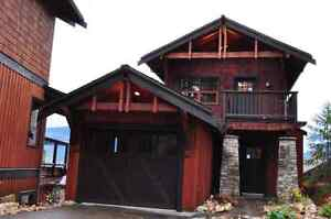 Stunning Shuswap Water Front House within Resort