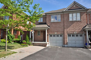 Beautiful End Unit Townhouse In Desirable Summerhill, Newmarket