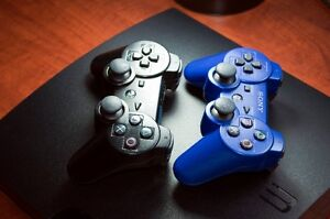 PLAYSTATION - PS3 (160GB) + 2 controllers for sale West Island Greater Montréal image 8