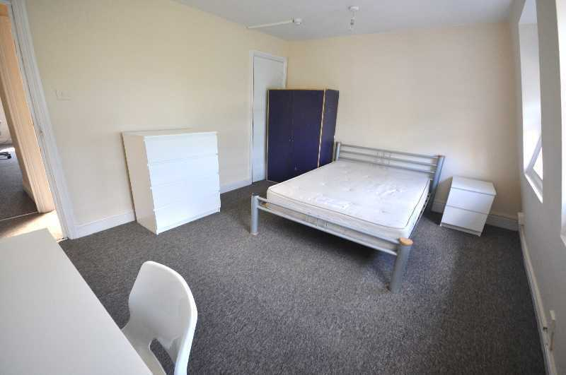 Spacious 5 Bedroom Apartment in a Period Build, Newly Refurbished, Close to Angel, Available August