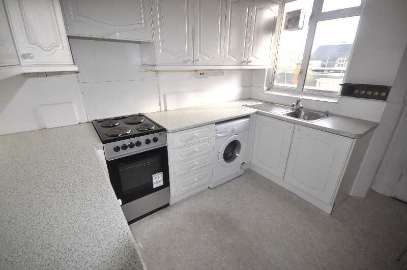 NO ADMIN FEES FOR TENANTS RENT INCLUDES GAS, HOT WATER & HEATING 3 bedrooms fitted kitchen & More..