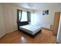 LARGE DOUBLE ROOM SUITABLE FOR COUPLE IN MILE END/WESTFERRY ZONE 2