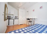 !Only electricity to pay! Modern & stylish studio apartment is located in Limehouse within seconds w