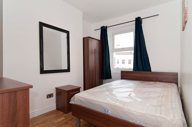 6 bedroom flat in Tildesley Road, London, SW1