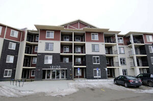 STYLE AND ELEGANCE IN CRYSTALLINA!  3 BED CONDO WITH U/G PARKING