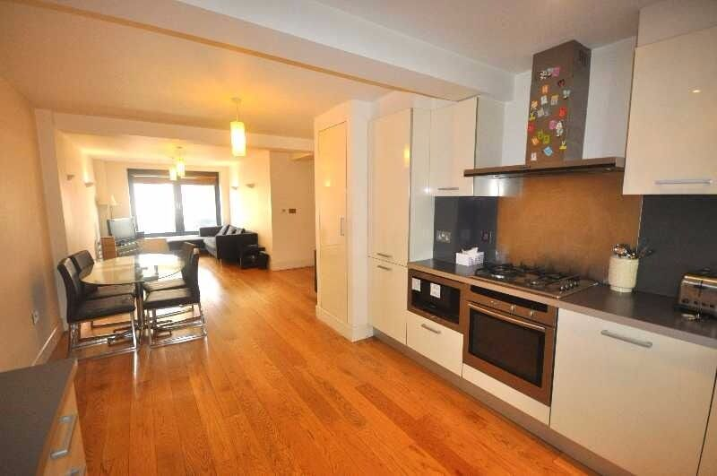 *Stunning/Huge 2 bedroom 2 bathroom flat private development fitted kitchen near UCL available 6 Aug