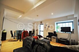 An exceptional 3 bedroom property is set within gated development off Holloway Road.