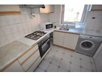 *Spacious 3 bedroom flat with lounge wood flooring GCH balcony fitted kitchen neutral decor 19 July*