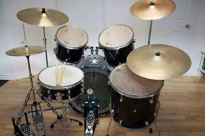 Drum track, pédales double Pearl, peau Remo, 3 cymbales et acces
