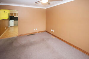 2 BEDROOM BUNGALOW WITH 1 AND 1/2 CAR GARAGE - PRIVATE FINANCING Windsor Region Ontario image 3