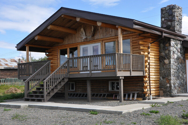 Log Home Located 1 2 Block From Atlin Lake Houses For