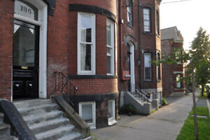 Uptown Apartment 3 Bedroom w Parking on Princess St