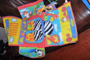 Shopping cart play mat - activity mat - excellent condition, ---