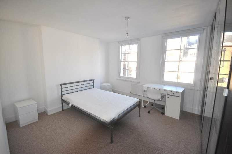 *Large and Newly Refurbished 1 Bedroom Apartment set Within a Period Builing in the Heart of Camden*