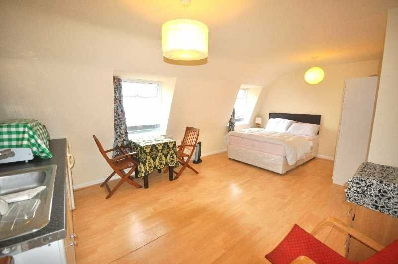 ** ALL BILLS INCLUDED - Studio Apartment Set in a Period Building in Fitzrovia, W1T **
