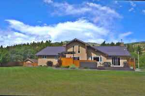 Executive home in Crowsnest Pass