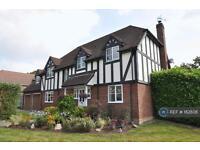5 bedroom house in Woolton Lodge Gardens, Nr. Newbury, RG20 (5 bed)