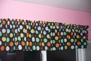 Curtain valance topper