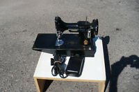 Vintage Singer Featherweight Sewing Machine 221K Used Quilt Sew
