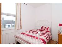5 bedroom flat in Oaklands Grove, shepherds Bush, W12
